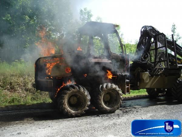 """Résultat de recherche d'images pour """"machine forestière en feu"""""""